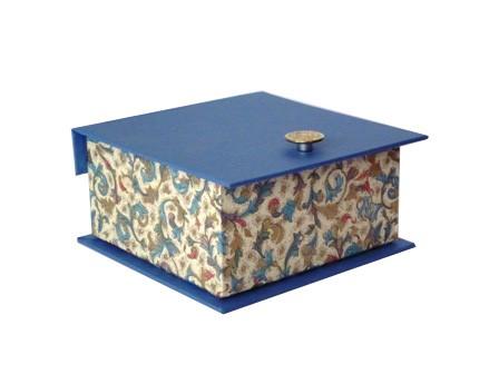Caja con tirador. 10x10x5 cm