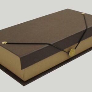 Caja con botón. 13x16x4 cm