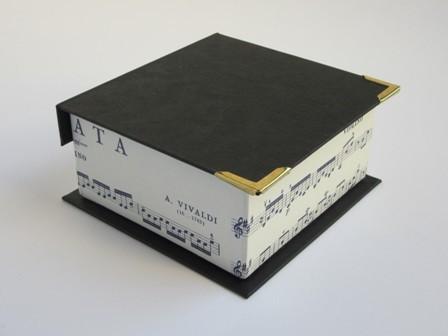 Portanotas con tapa. 10.5x10.5x5 cm