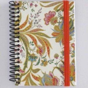 Cuaderno forrado con gomilla. 92x127