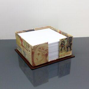 Caja para notas sin tapa. 10.5x10.5x5 cm