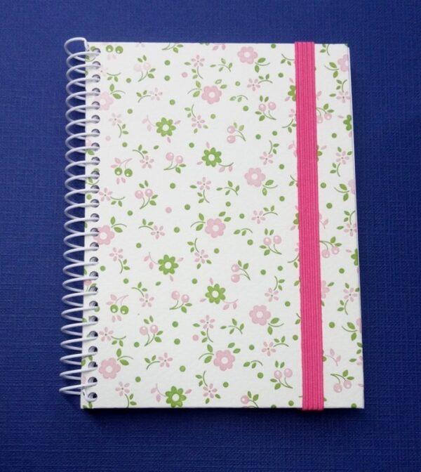Cuaderno forrado con gomilla. II-17-RO