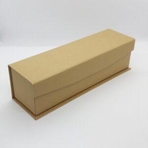 Caja alargada con cierre de imán